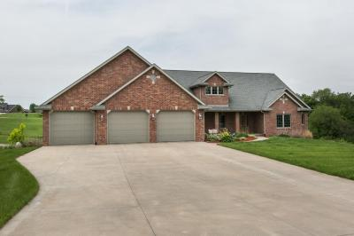 Photo of 8006 Southern Hills Circle, Dubuque, IA 52003