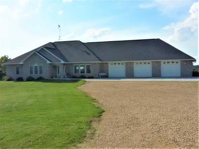 Photo of 2058 Airport Road, Platteville, WI 53818