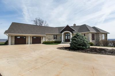 Photo of 21266 N Country Squire Lane, Dubuque, IA 52001