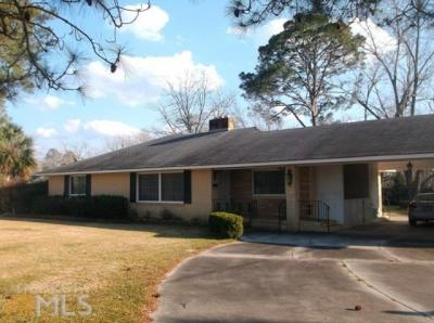 Photo of 512 Park Ave, Claxton, GA 30417