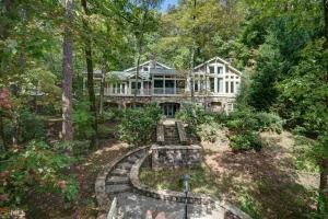 930 Burton Mountain Rd, Clarkesville, GA 30523