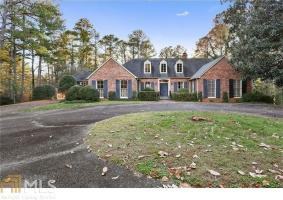 10705 Stroup Rd, Roswell, GA 30075