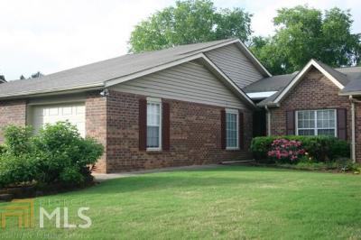 Photo of 160 Monmouth Dr, Fayetteville, GA 30214