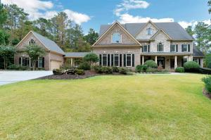 1055 Stonegate Ct, Roswell, GA 30075