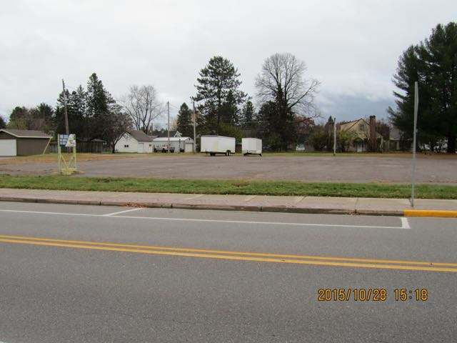 Wall St, Eagle River City, WI 54521
