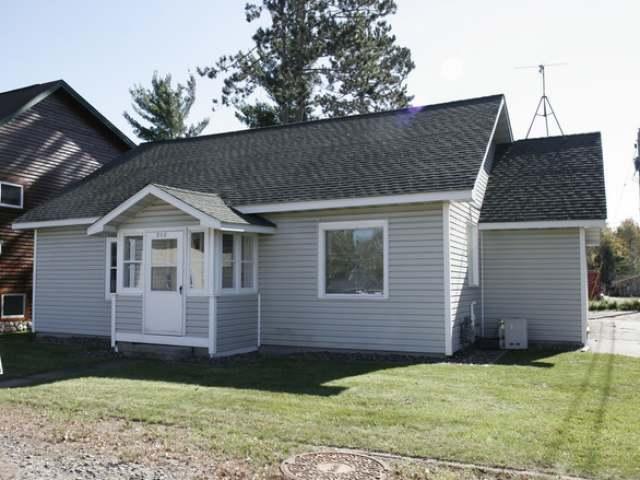 312 Pine St E, Eagle River, WI 54521