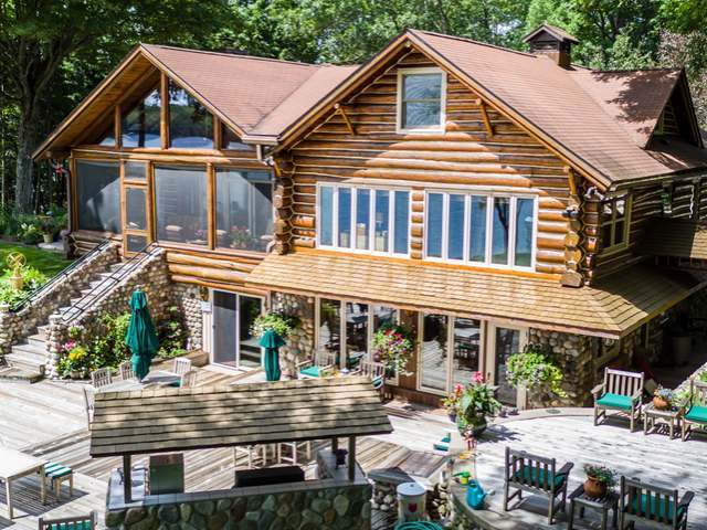 451 Smoky Lake Dr, Stambaugh, MI 49935