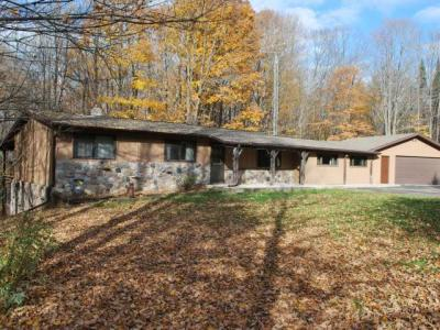 Photo of 8670 Peterson Ln, Crandon, WI 54520