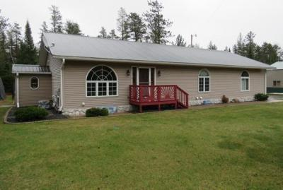 Photo of 1838 Duck Lake Rd E, Watersmeet, MI 49969
