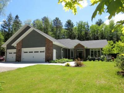 Photo of 260 Timber Heights Dr, Rhinelander, WI 54501