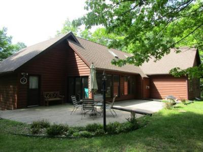 Photo of 1027 Maple St, Eagle River, WI 54521