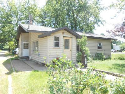 Photo of 408 Oak St, Woodruff, WI 54568