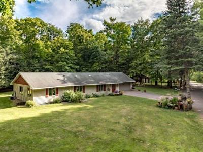 Photo of 8992 Lake Shore Dr, Woodruff, WI 54568