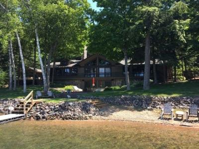 Photo of 441 Smoky Lake Dr, Stambaugh, MI 49915