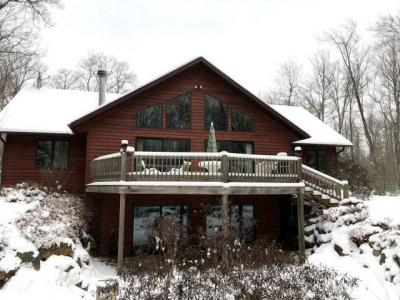 Photo of 8685 Van Bussum Rd, Eagle River, WI 54521