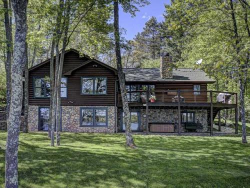 Lake Tomahawk On-Water Homes and Cottages for Sale