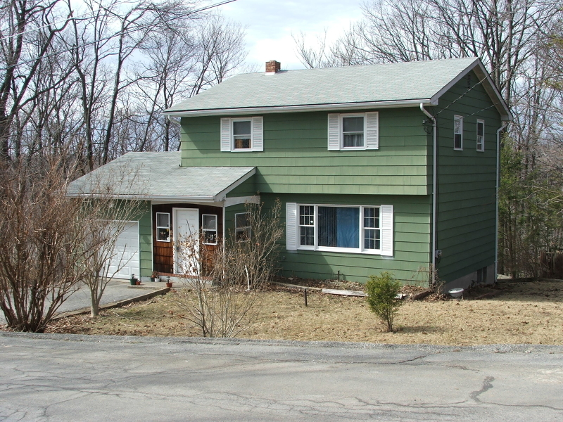 15 Oak St, Vernon Township, NJ 07422