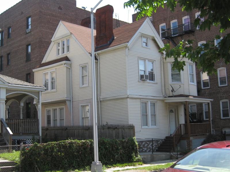 10 Halsted Pl, East Orange City, NJ 07018