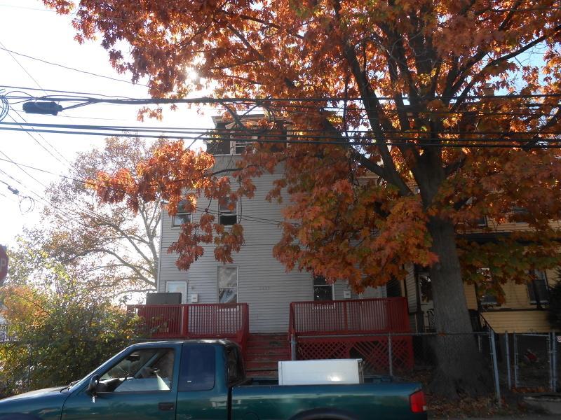 1056 Mary St, Elizabeth City, NJ 07201