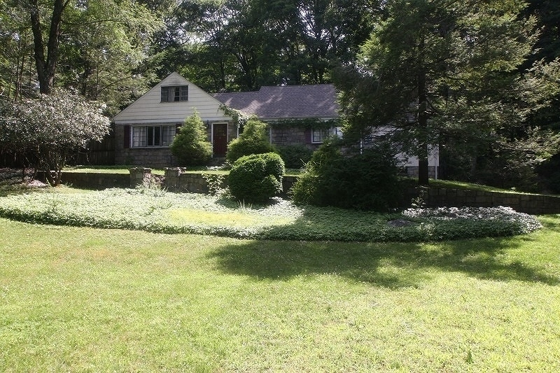 31 Gravel Hill Rd, Kinnelon Boro, NJ 07405