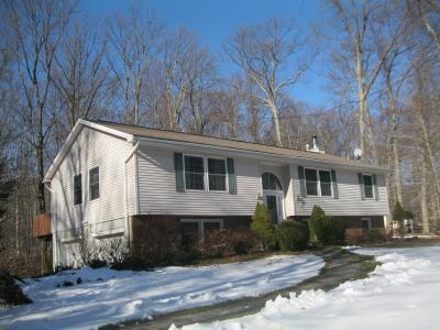 Photo of 305 Knoll Rd, Hampton Township, NJ 07860