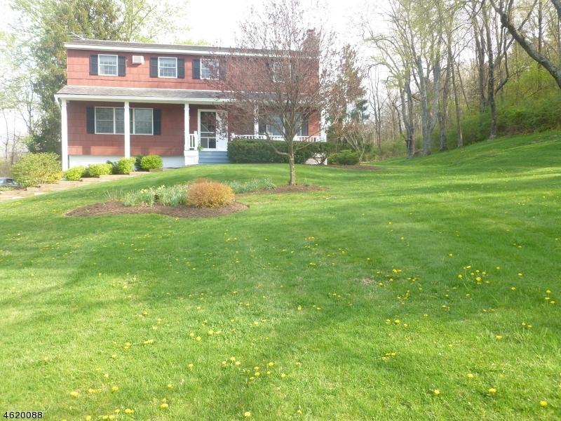 47 Courtland Dr, Wantage Township, NJ 07461
