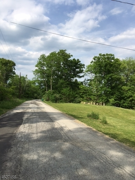Courtright Rd, Wantage Township, NJ 07461