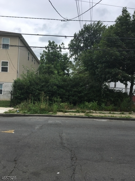 105 Fabyan Pl, Newark City,  07112