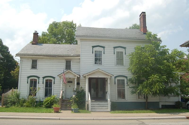 86 Main St, Newton Town, NJ 07860