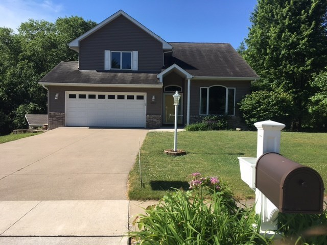 860 Maplewood Dr, Coralville, IA 52246