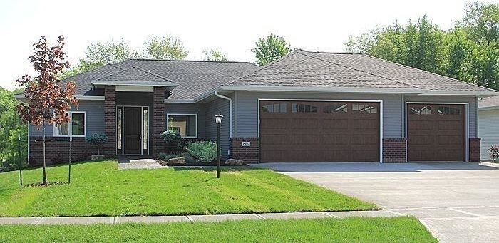 2987 High Bluff Dr, Coralville, IA 52241
