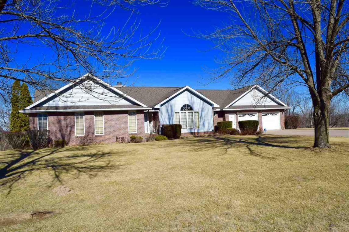 220 Hilltop Rd, Columbus Junction, IA 52738