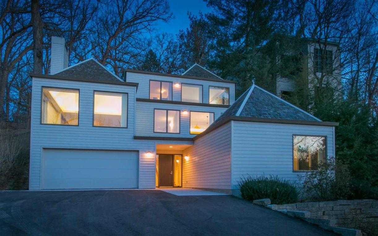 406 Rocky Shore Dr, Iowa City, IA 52246