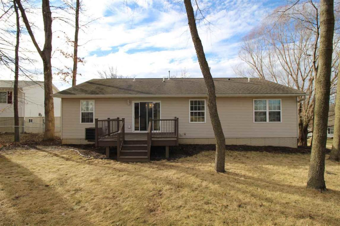 225 Valleyview Dr, Marion, IA 52302
