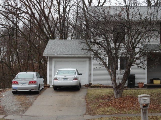 1457 Valley View Drive B, Coralville, IA 52241