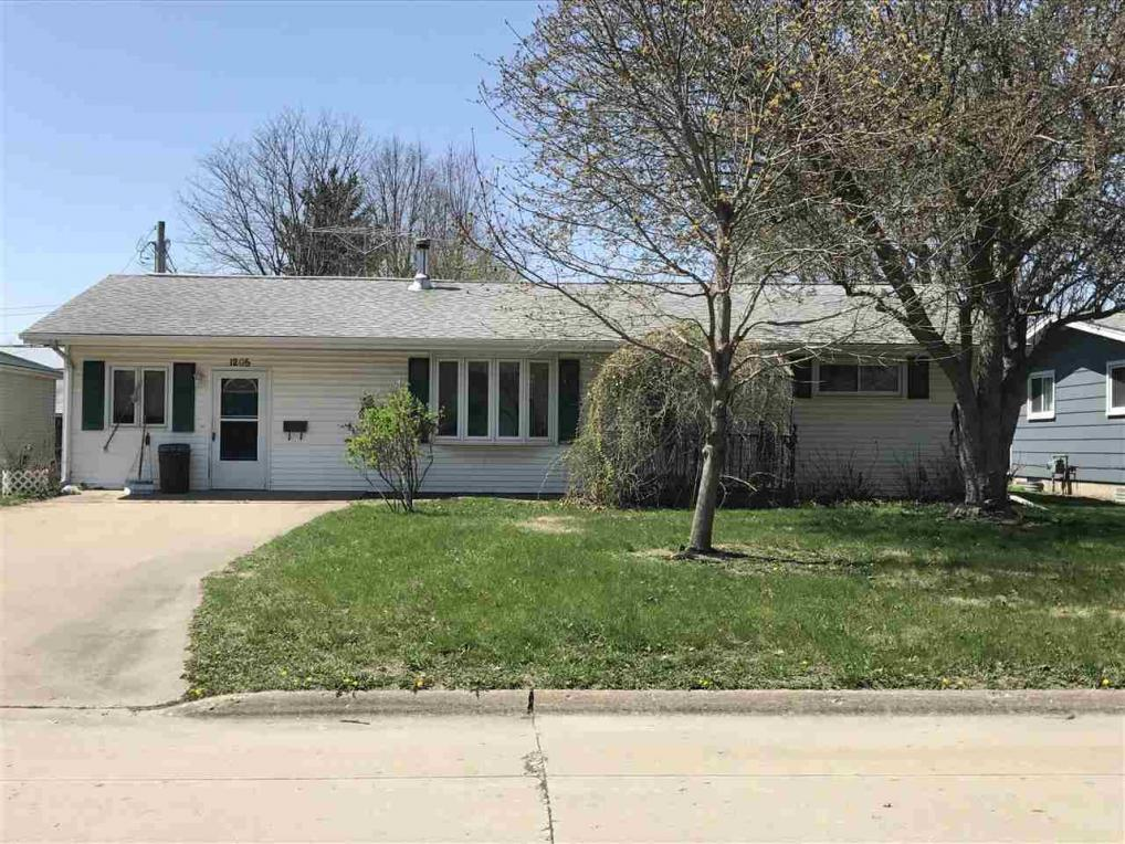 1205 N Iowa, Washington, IA 52353