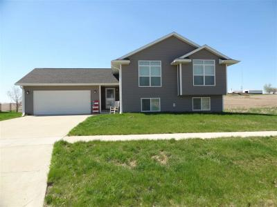 Photo of 212 Rogers Dr., Williamsburg, IA 52361
