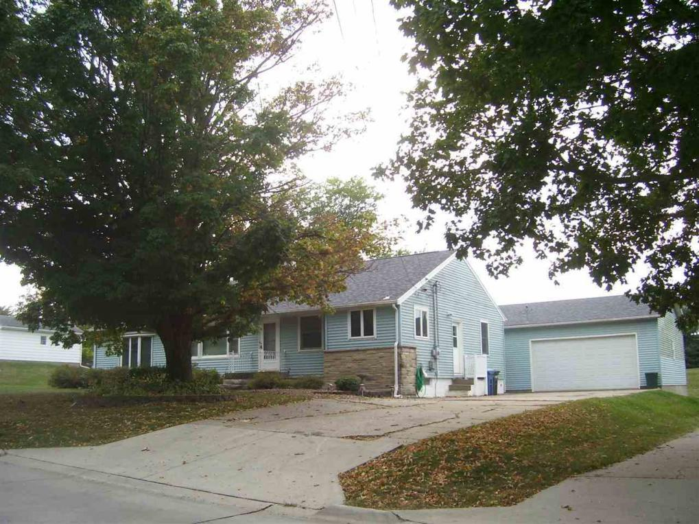 206 Wilson St, Williamsburg, IA 52361
