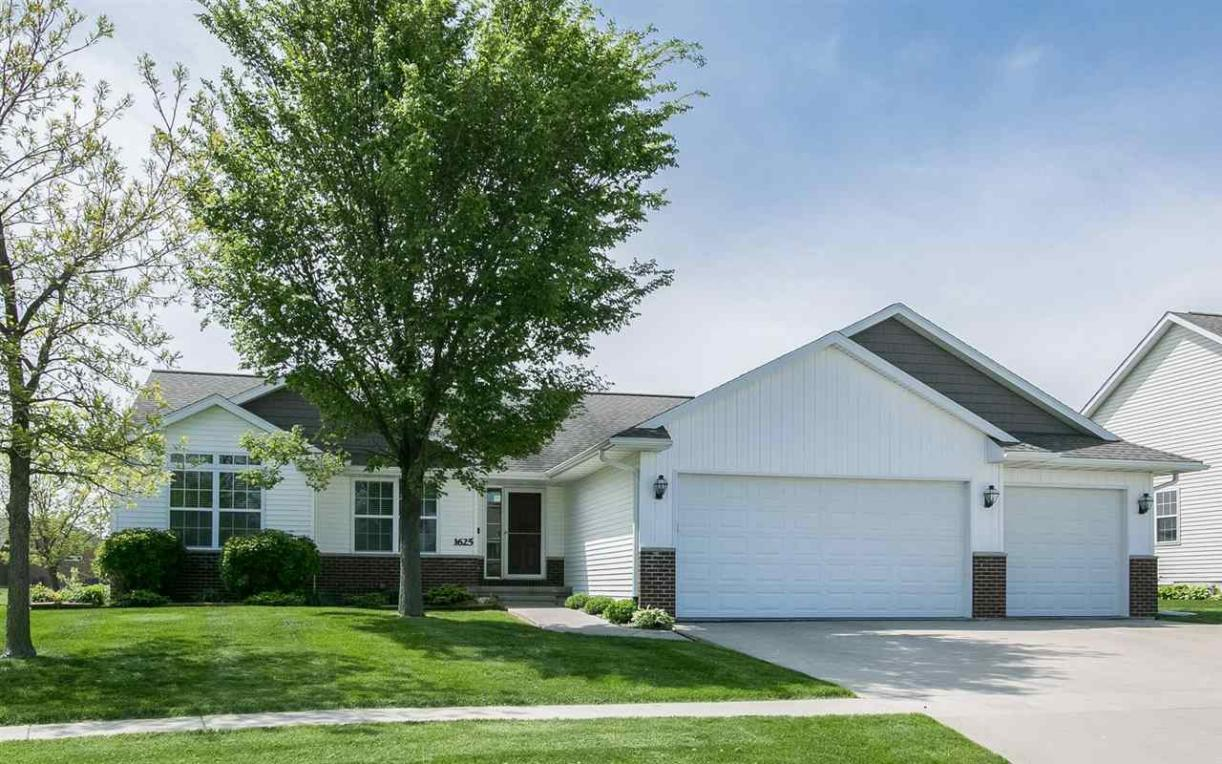 1625 Grizzly Trail, North Liberty, IA 52317