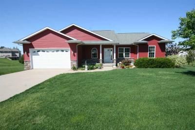 Photo of 703 Clearview Ct, Williamsburg, IA 52361