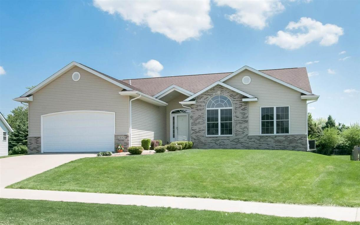 1049 Cory Ct, North Liberty, IA 52317