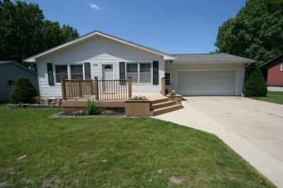 Photo of 132 Country Club Rd, Williamsburg, IA 52361
