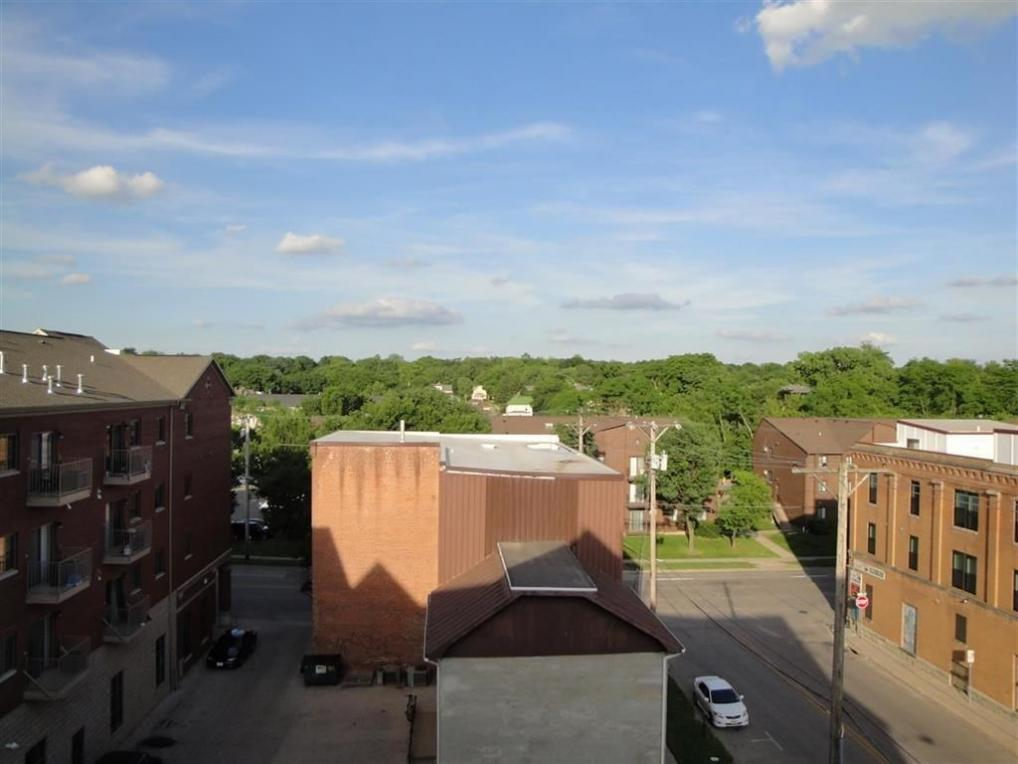 332 S Linn St #220, Iowa City, IA 52240