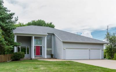 Photo of 2060 Lynncrest Dr, Coralville, IA 52241