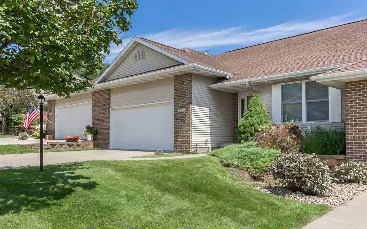 2259 Grantview Dr, Coralville, IA 52241