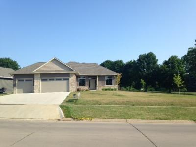 Photo of 985 Lincolnshire Pl, Coralville, IA 52241