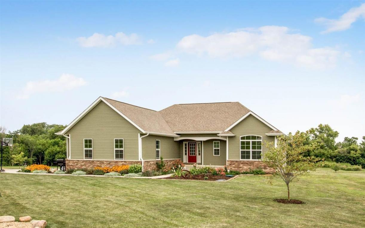 3036 Hidden Meadow Drive, Riverside, IA 52327