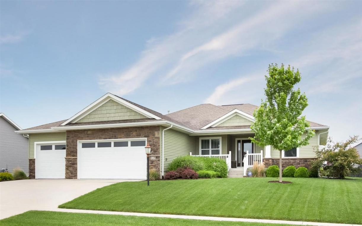 425 Carlyle Drive, North Liberty, IA 52317