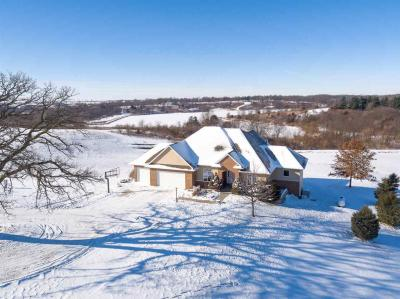 Photo of 1681 Oak Dr, Williamsburg, IA 52361