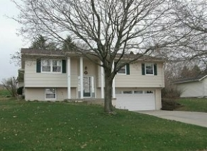 Photo of 164 Country Club Road, Williamsburg, IA 52361